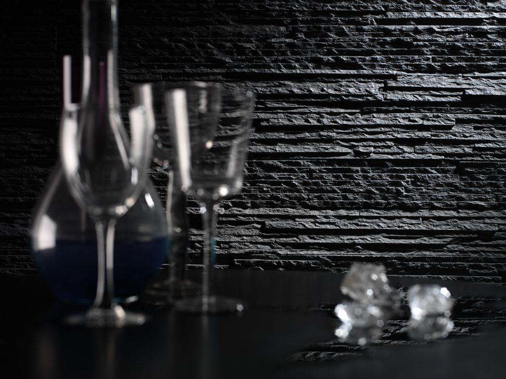 372 Anthracite Premier Design wall panel close up wine atrezzo